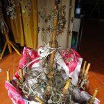 prima del restauro lampadario antico in legno e cristallo